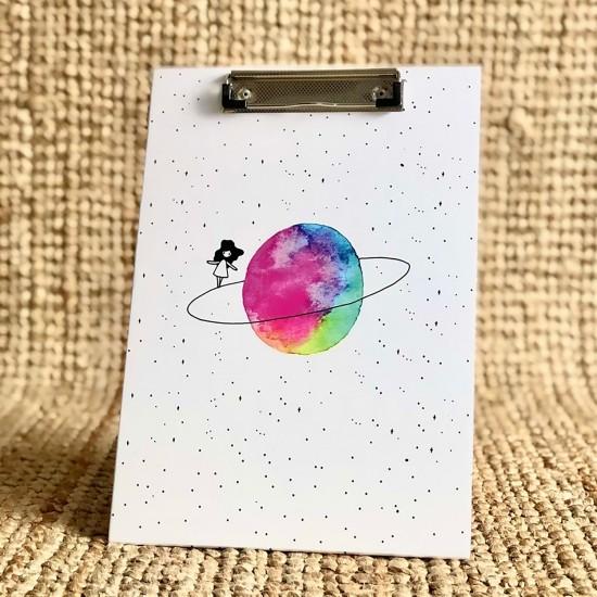 Satürnlü Kiz Tasarim Sekreterlik